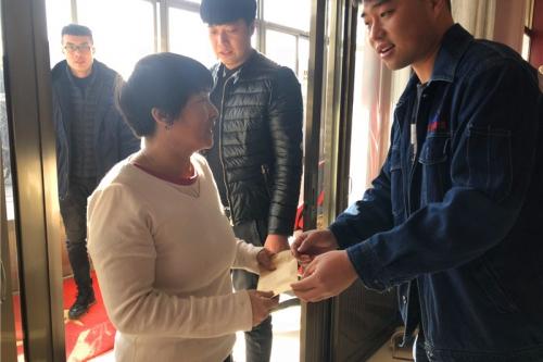 东钢慰问困难职工